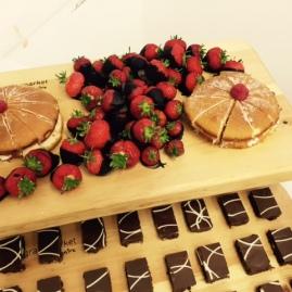 cake-strawberry-weeding